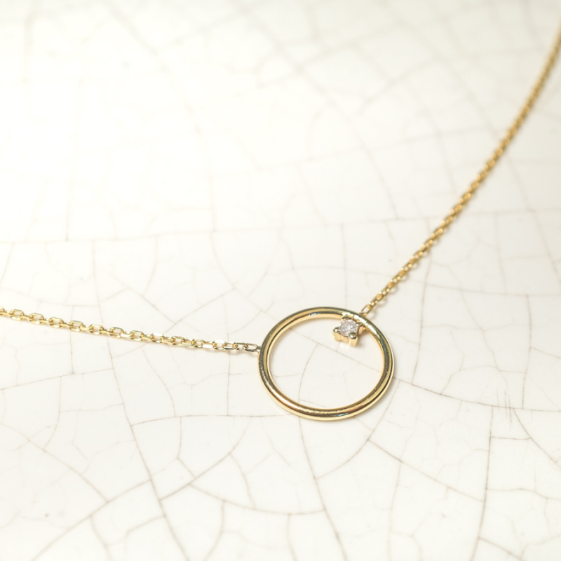 Collier petit cercle fil rond  serti d'un diamant