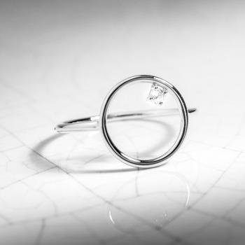Bague ajourée rond, sertie d'un diamant de 0.03 carat , Or jaune ou Or blanc, 9 carats